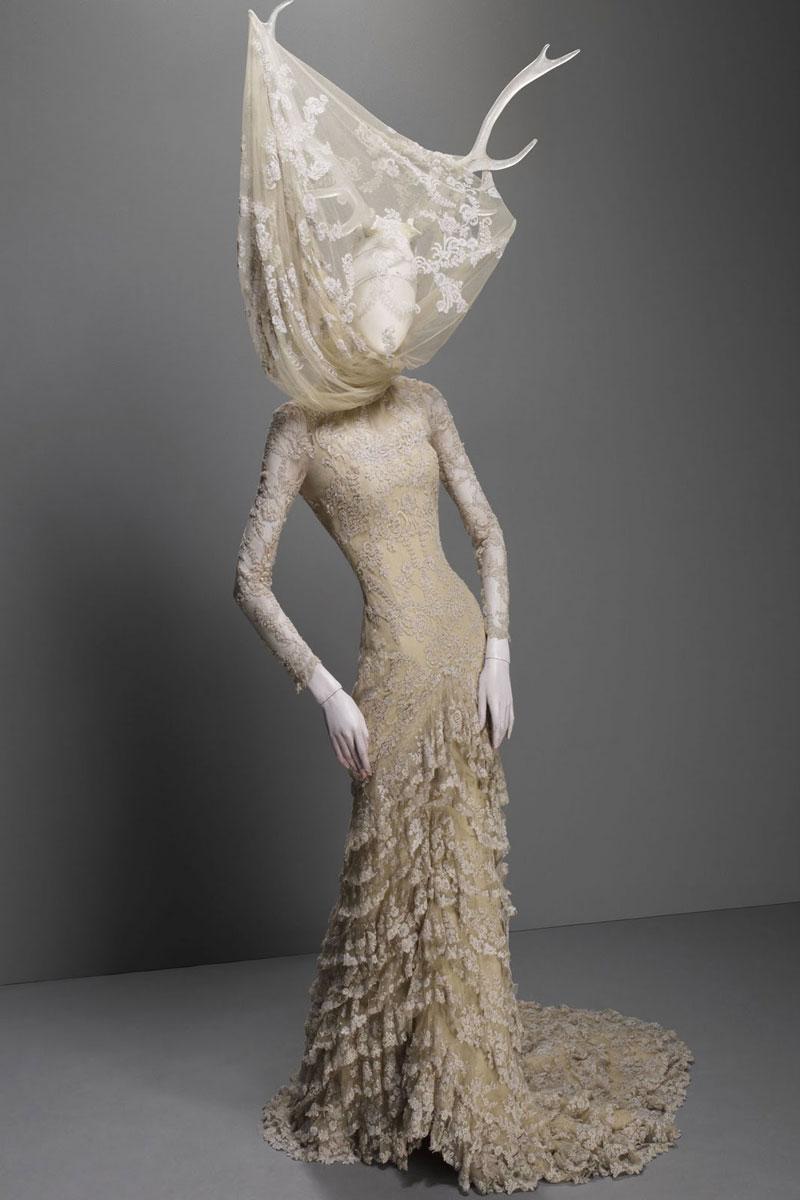 Alexander_Mc_Queen4_antlers_dress_lace_savagebeauty