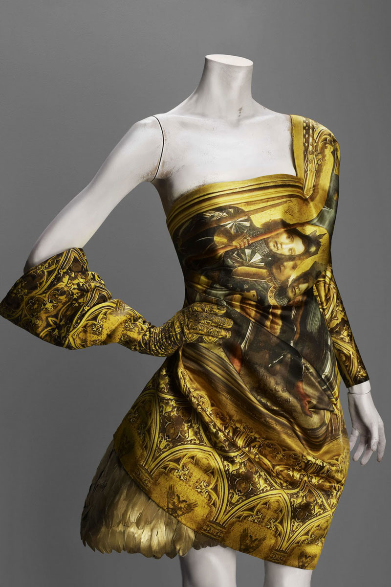 Alexander_Mc_Queen8_golddress_finalcollection_savagebeauty