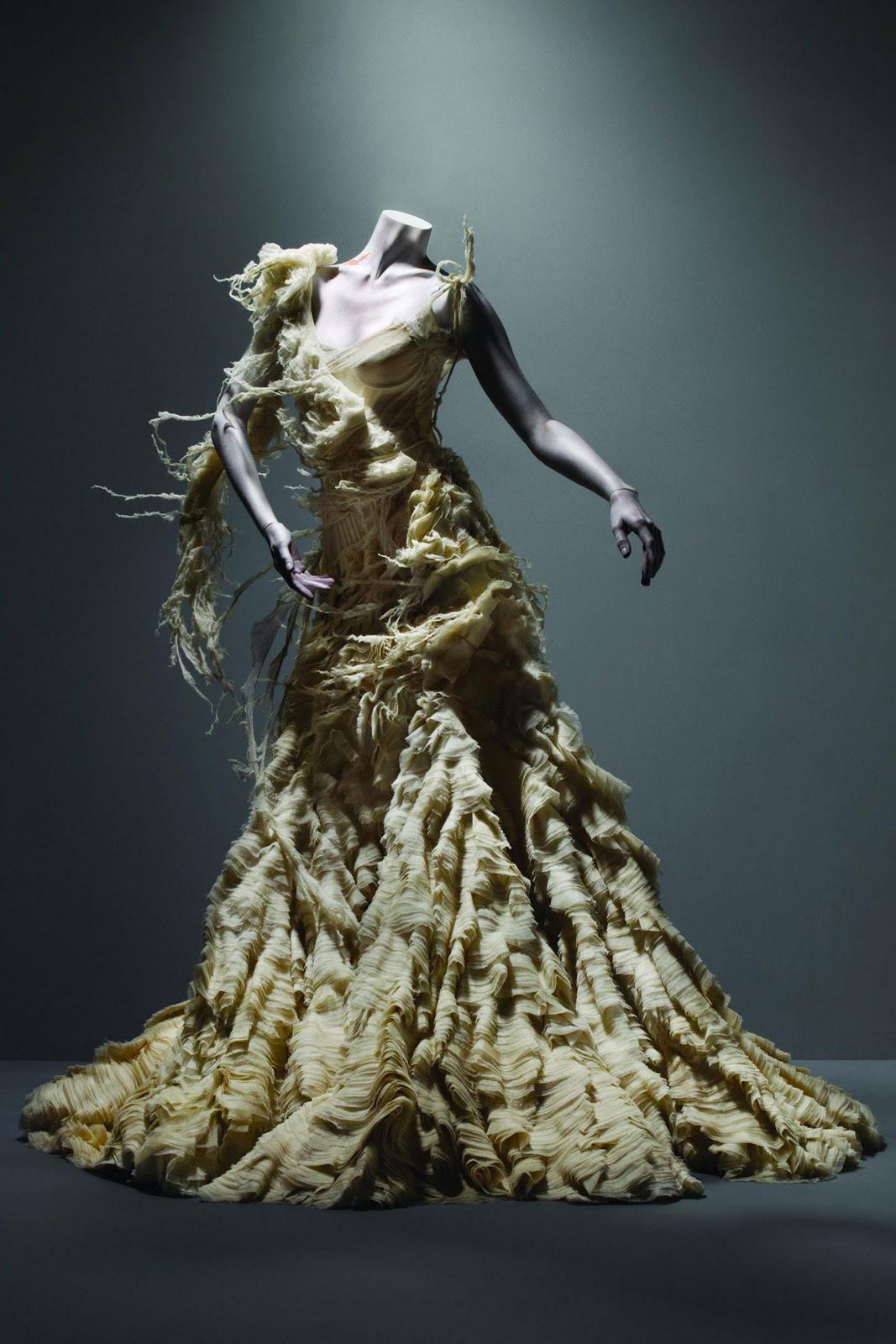 Alexander_Mc_Queen_oyster_dress_savage_beauty