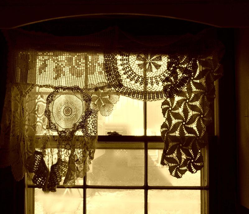 crochet-doily-curtains-bethleintz