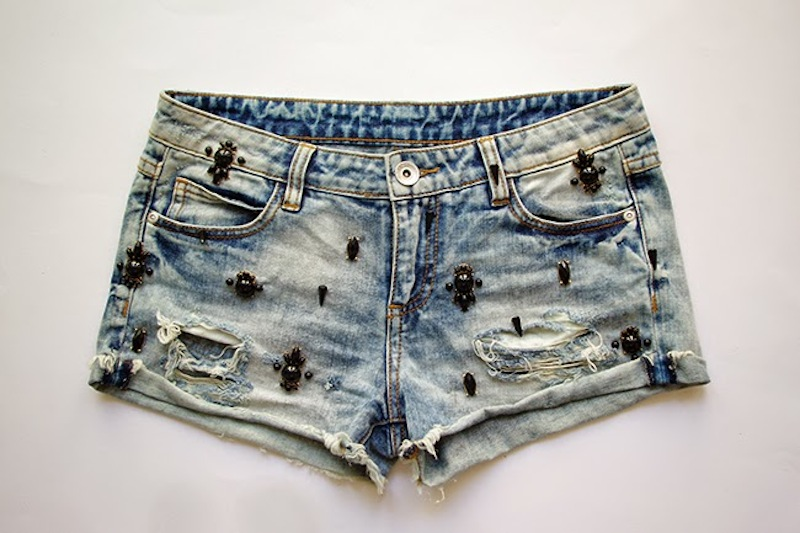 DIY embellished denim shorts. Designed by Xenia Kuhn for fashion blog www.fashionrolla.com-17