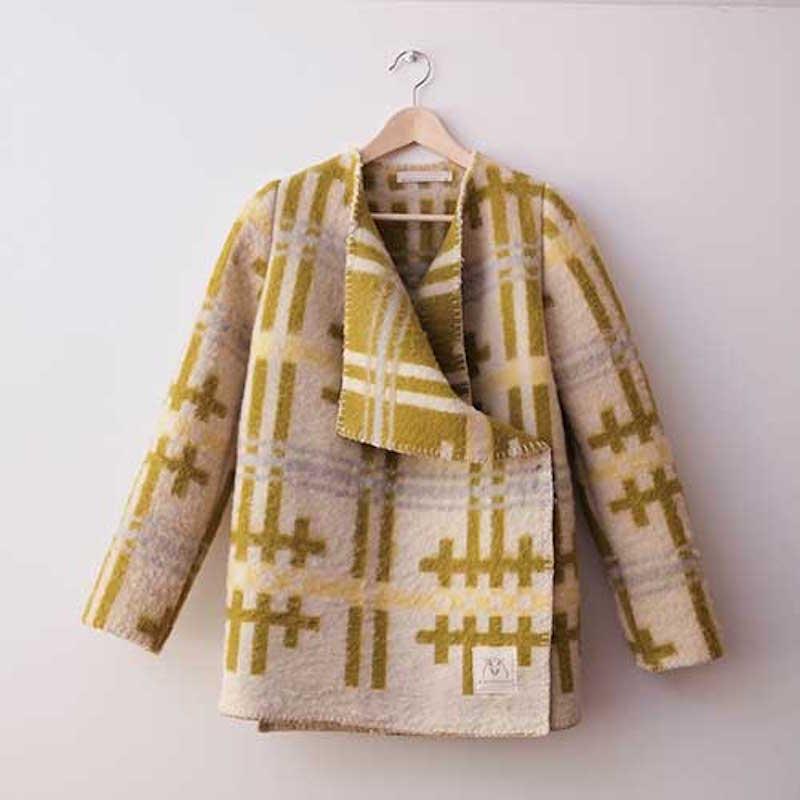 wintervacht-blanket-jacket-09